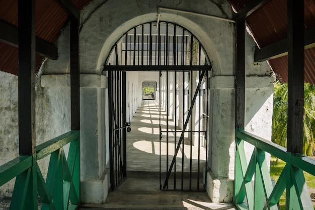 Żelazne żelazne drzwi więzienia w porcie więziennym blair andaman i nicobar islands indie