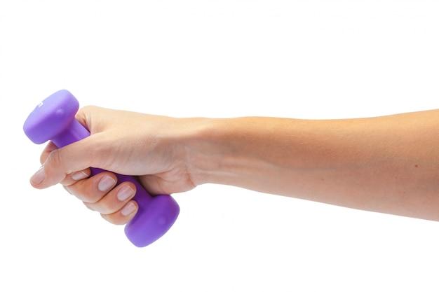 Żeńska ręka trzyma dumbbell odizolowywającego na bielu