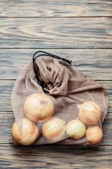 Zero odpadów i bez plastiku. zakupy z torbą tekstylną.