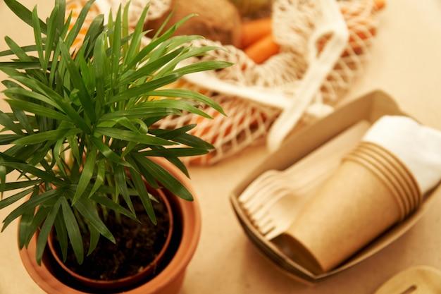 Zero odpadów koncepcja stylu życia, pakiet piknikowy i siatkowa torba