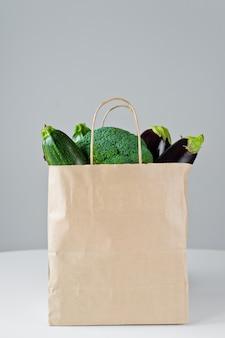 Zero odpadów żywności zakupy eko naturalne torby z warzywami, eko przyjazny koncepcja zrównoważonego stylu życia