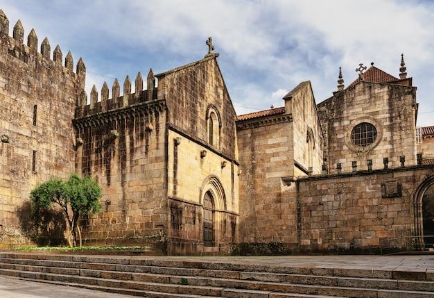Zespół architektoniczny katedry w bradze, portugalia