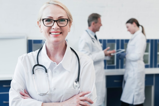 Zespół medyczny w gabinecie lekarskim