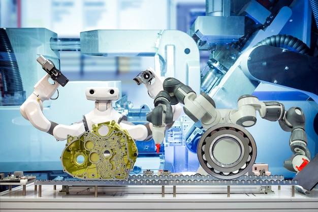Zespół robotów smat pracuje z częściami samochodowymi za pomocą przenośnika taśmowego