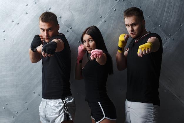 Zespół sportowy z bandażami pudełkowymi