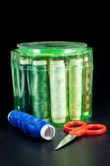 Zestaw akcesoriów krawieckich igły kolorowe nici