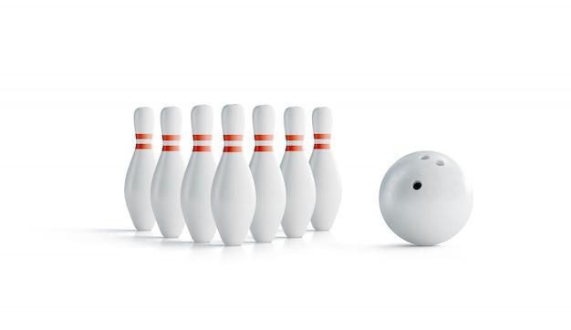 Zestaw białych kręgli z czerwonymi paskami do gry w kręgle i kule