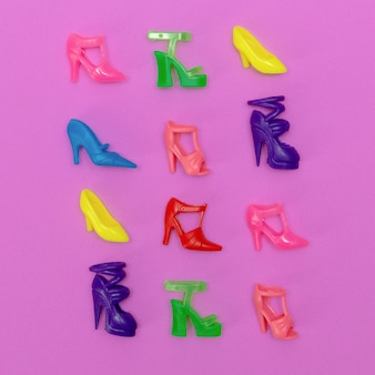 Zestaw butów dla lalek. minimalna koncepcja mody płaskiej świeckiej