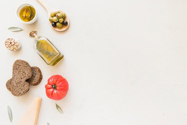 Zestaw chleba i pomidorów z oliwy z oliwek