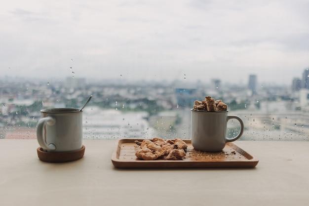 Zestaw chlebowych dipów czekoladowych z gorącym kakao