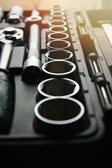 Zestaw chromowanych kluczy nasadowych sześciokątnych w plastikowym czarnym pudełku klucz oczkowy chromowo-wanadowy