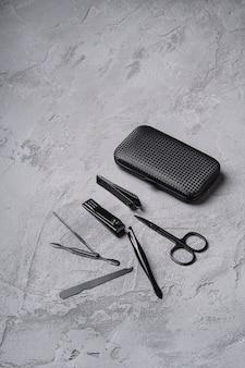 Zestaw do manicure, narzędzi i akcesoriów do pedicure w etui, kamienny beton, kąt widzenia