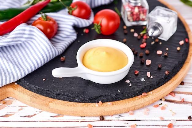 Zestaw domowych sosów
