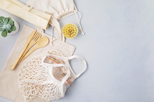 Zestaw ekologicznych sztućców bambusowych, bawełniana torba z siatki