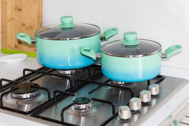 Zestaw garnków na kuchence