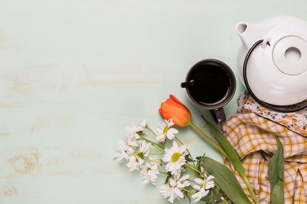 Zestaw herbaciany z kwiatami