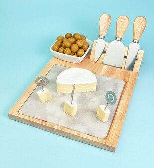 Zestaw i cięcie noży do sera i oliwek.