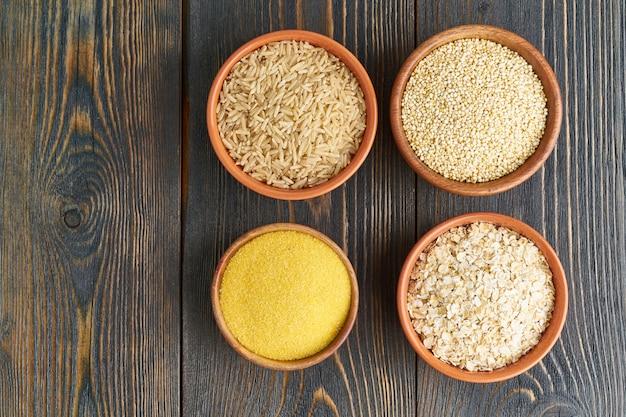 Zestaw kaszy na bezglutenową dietę fodmap, długie węglowodany, brązowy ryż, kukurydza, komosa ryżowa, owies