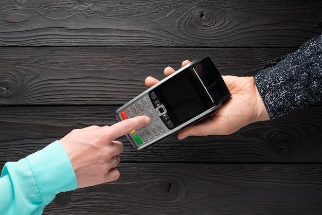Zestaw kodu pin na terminalu bankowym, widok z góry