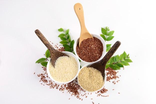 Zestaw kolekcji ryżu na kadzi na tekstury drewna