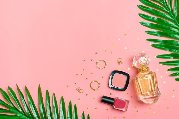 Zestaw kosmetyków i akcesoriów - szminka, cień do oczu, lakier do paznokci, pędzel, rumieniec