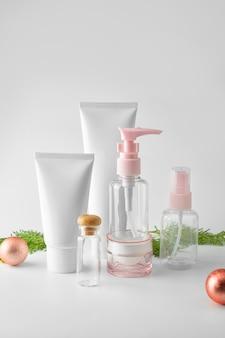 Zestaw kosmetyków na białym tle. kolekcja kosmetyków makiety kolekcji.