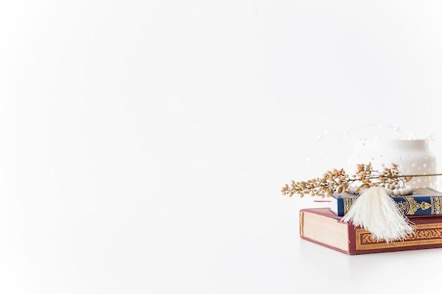 Zestaw książek i gałęzi islamskich