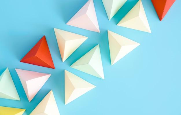 Zestaw kształtów papieru kolorowy trójkąt