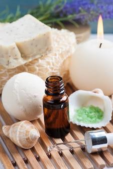 Zestaw łazienkowy spa z olejkiem eterycznym, solą