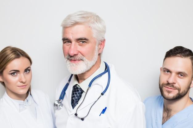 Zestaw lekarzy mężczyzn mężczyzn wyłącznik maski