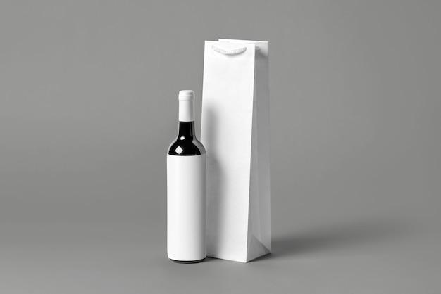 Zestaw makieta pusty wysoki biały butelka wina torba zestaw, na białym tle, renderowania 3d. pusta torebka do przenoszenia na makiety wina lub wódki. przezroczyste opakowanie papierowe nadające się do brandingu sklepu.