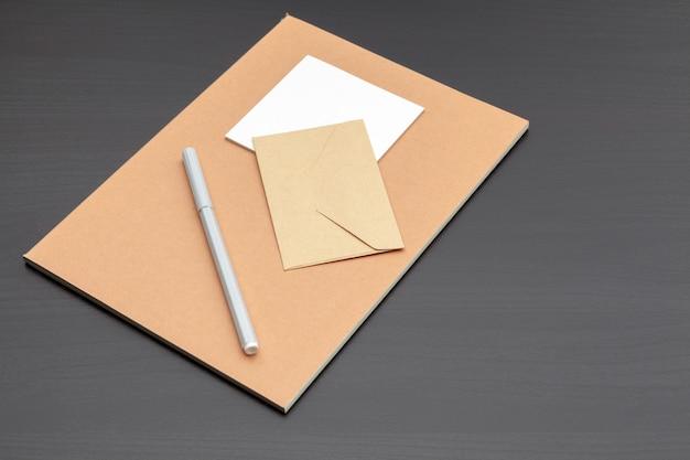 Zestaw materiałów piśmiennych marki