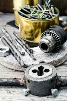 Zestaw matryc i ścigaczy, narzędzia do gwintowania