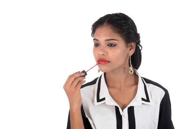 Zestaw moda słodka seksowna dziewczyna, młoda dziewczyna używa szminki. koncepcja piękna i mody.