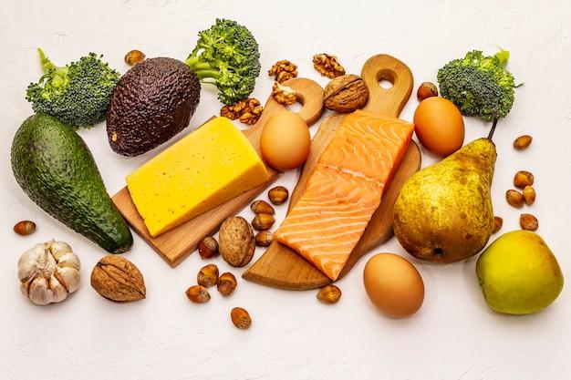Zestaw modnych produktów diety ketogenicznej
