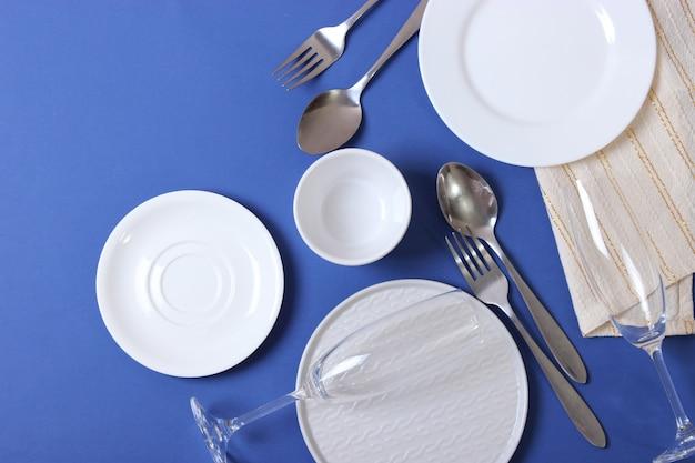 Zestaw naczyń i przyborów kuchennych widok z góry