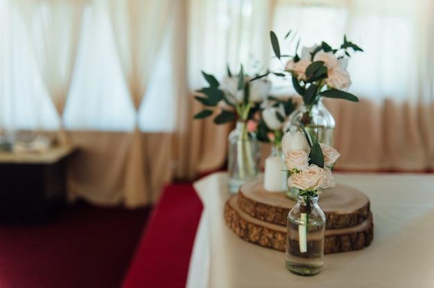 Zestaw nakryć do ślubu lub innego wydarzenia