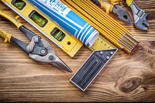 Zestaw narzędzi do budowania na vintage deska