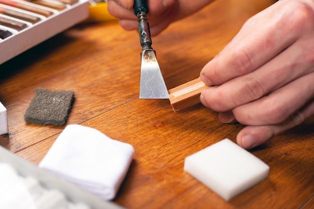 Zestaw narzędzi do naprawy laminatu i parkietu ołówki woskowe, rysy uszczelniające