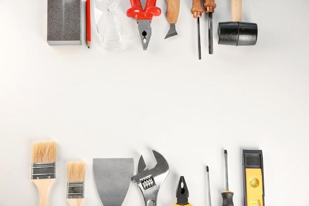 Zestaw narzędzi na białym tle