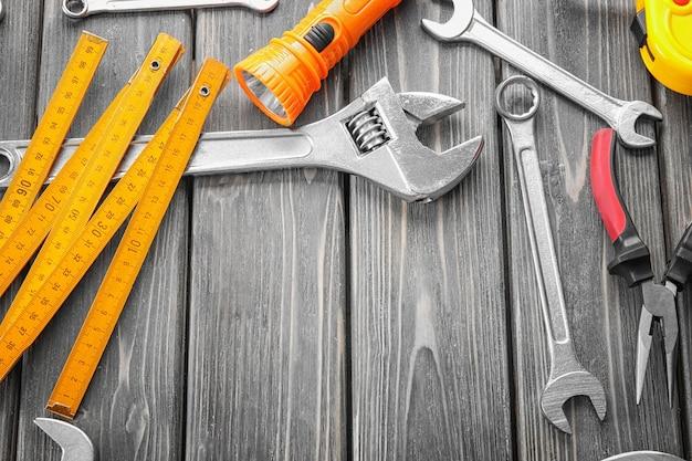 Zestaw narzędzi na drewniane.