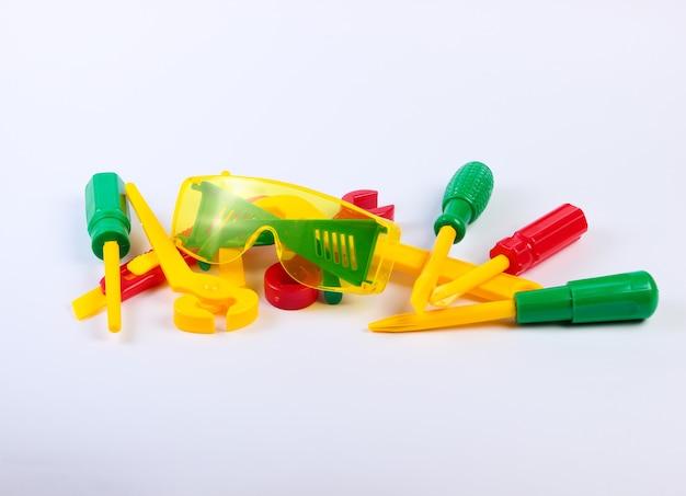 Zestaw narzędzi pracy zabawki dla dzieci na białym