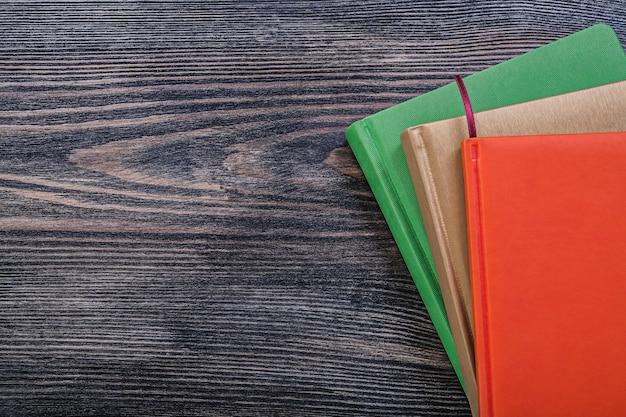 Zestaw notesów na przestrzeni kopii vintage deska