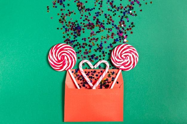 Zestaw pędów cukierków w kopercie
