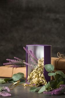 Zestaw prezentów zapakowanych w widok z przodu