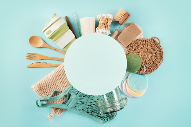 Zestaw produktów ekologicznych z ramką koło tekstu.