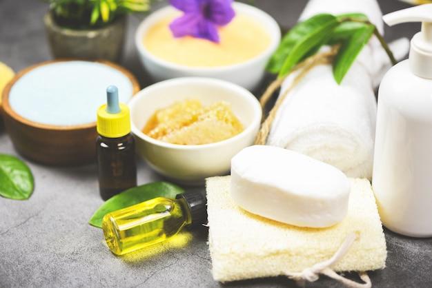 Zestaw produktów naturalna pielęgnacja ciała ziołowa dermatologia kosmetyczna higiena dla urody pielęgnacja skóry higiena osobista peeling solny przedmioty - naturalne produkty do kąpieli pędzel mydło zioła spa olej aromaterapeutyczny
