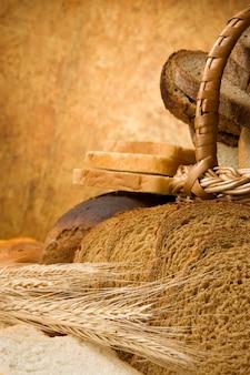 Zestaw produktów piekarniczych na tekstury drewniane