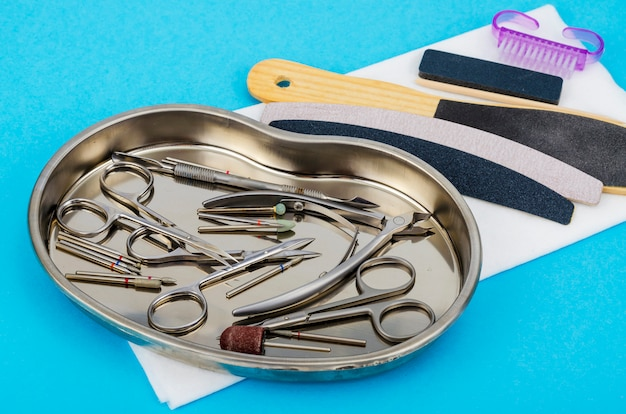 Zestaw profesjonalnych narzędzi do manicure. pojęcie piękna.