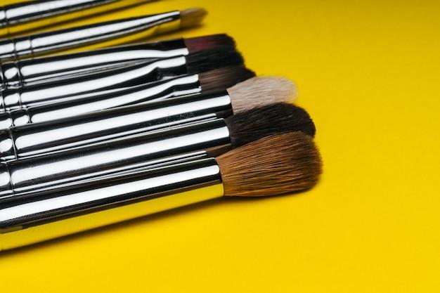 Zestaw profesjonalnych pędzli do makijażu